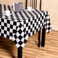 Damalı Masa Örtüsü